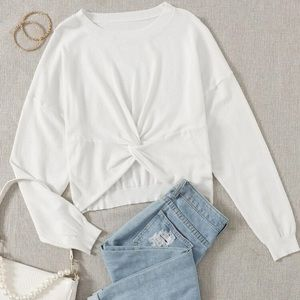 🎁 Twisted Front Cropped Sweater Top